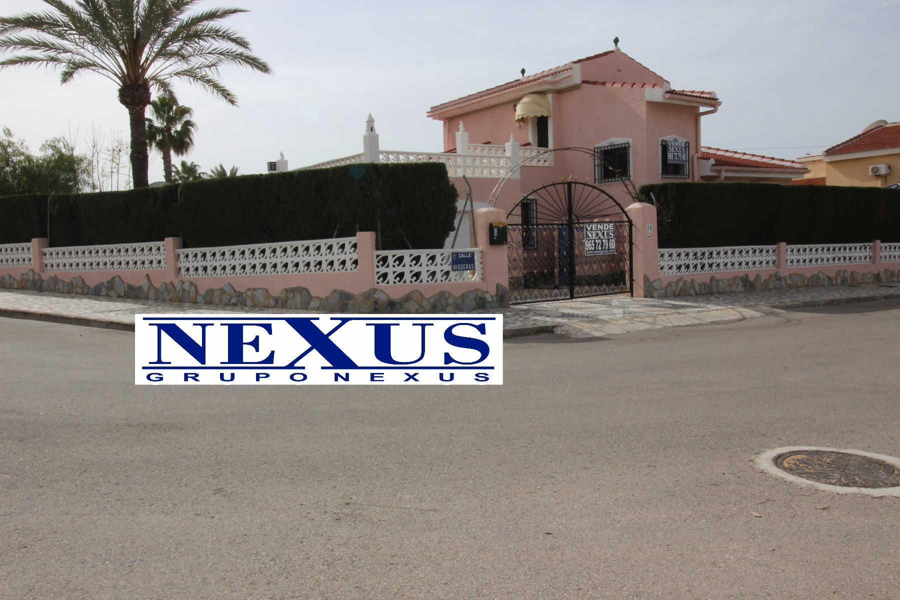 INMOBILIARIA GRUPO NEXUS SELLS INDEPENDENT CHALET WITH FACADE TO TWO STREETS IN CIUDAD QUESADA in Nexus Grupo