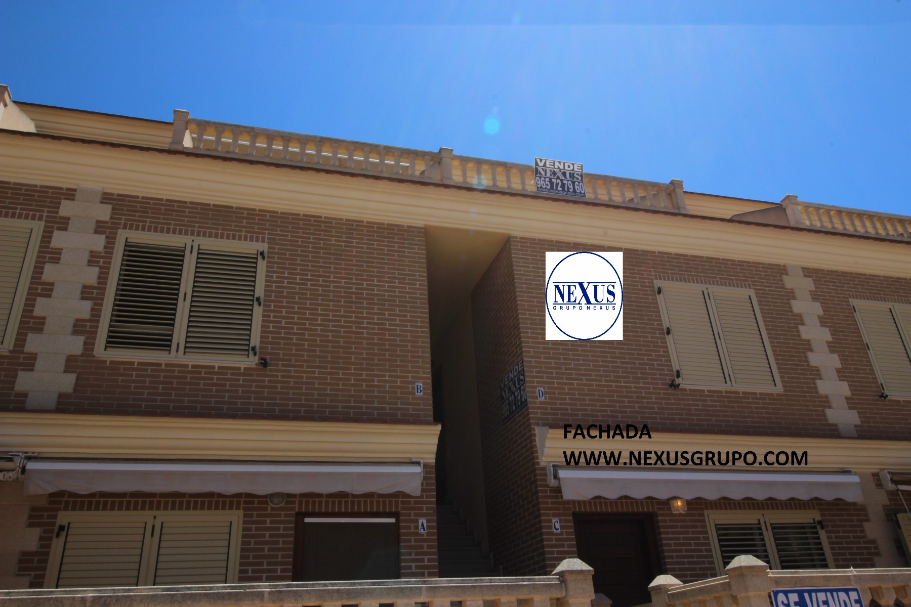 ​Real Estate Grupo Nexus sells an excellent duplex apartment, walking distance to the beach!